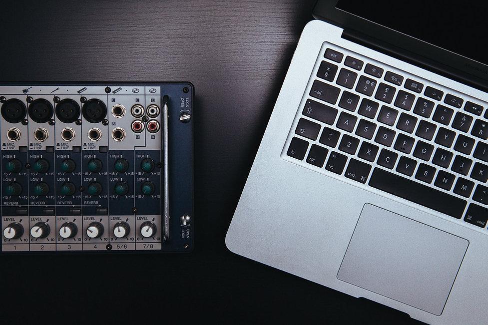 apple-laptop-macbook-pro-notebook.jpg