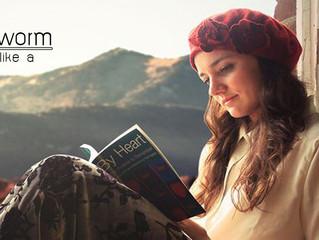 ไอเดียการโพสต์ท่าอ่านหนังสือสวยๆ ของสาวรักการอ่าน...