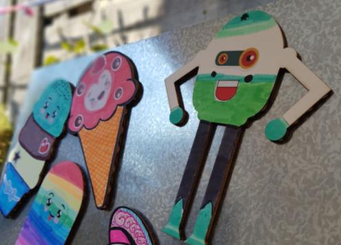 Crie e brinque com os magnéticos do tema robôs!
