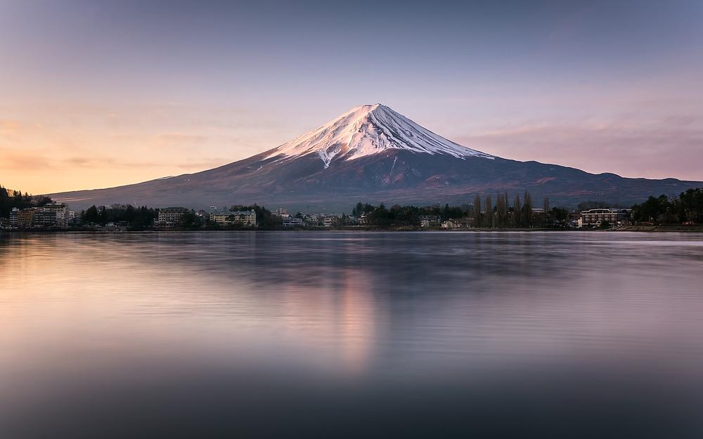 Sunrise on Kawaguchiko lake