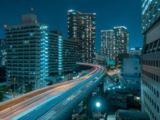Tokyo Monorail between the buildings