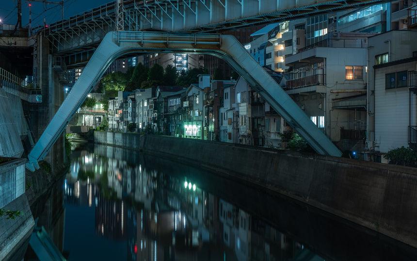 Le long de la rivière à Tokyo