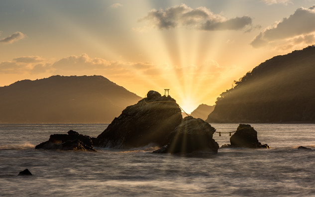 Le couple de rochers de Meoto Iwa