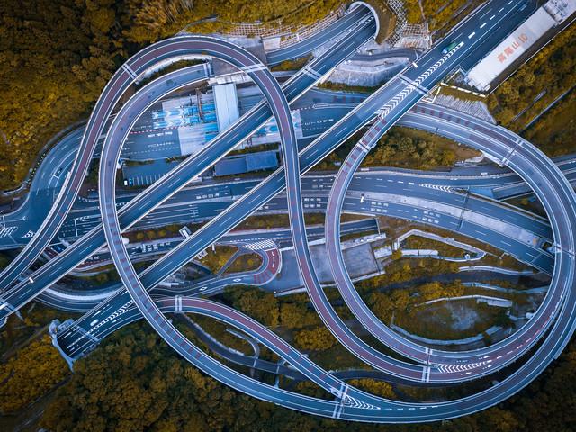 Vue aérienne d'un échangeur routier