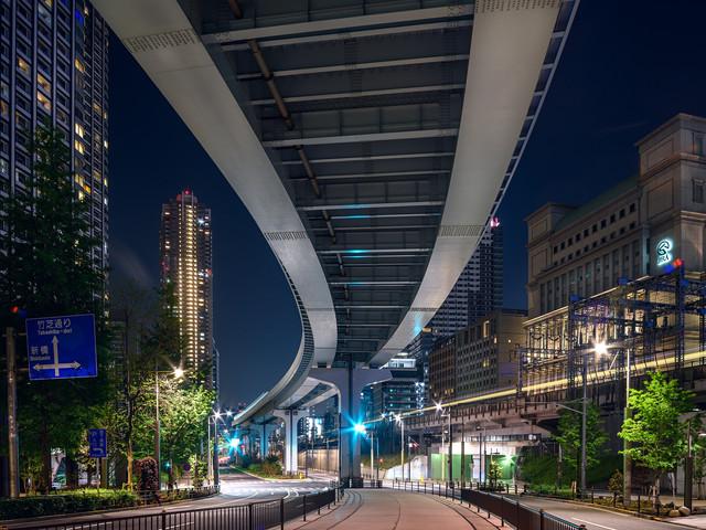 Sous les trains de Tokyo