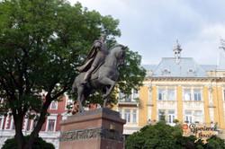 Statue of four lions Lviv-imp