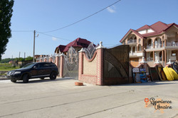 Houses in Romanian Ukrainian town-imp