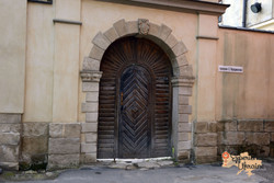 Door in Lviv-imp