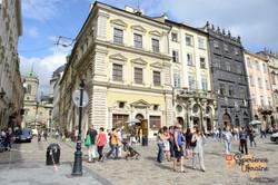 Market Square and Korniatkts Palace-imp