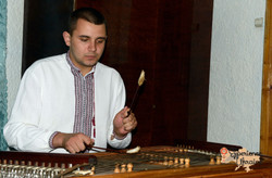 Musician playing dulicimer-imp