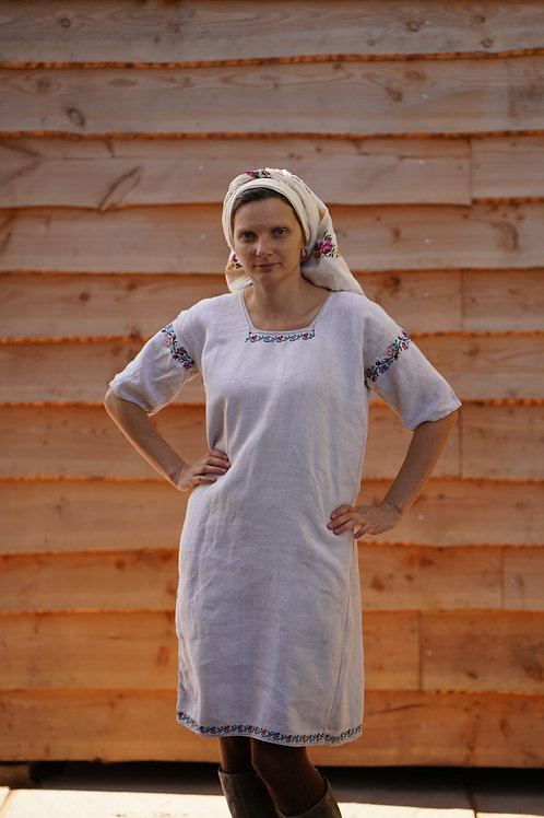 Handembroidered hemp dress with short sleeves