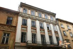 A five windowed house Lviv-imp