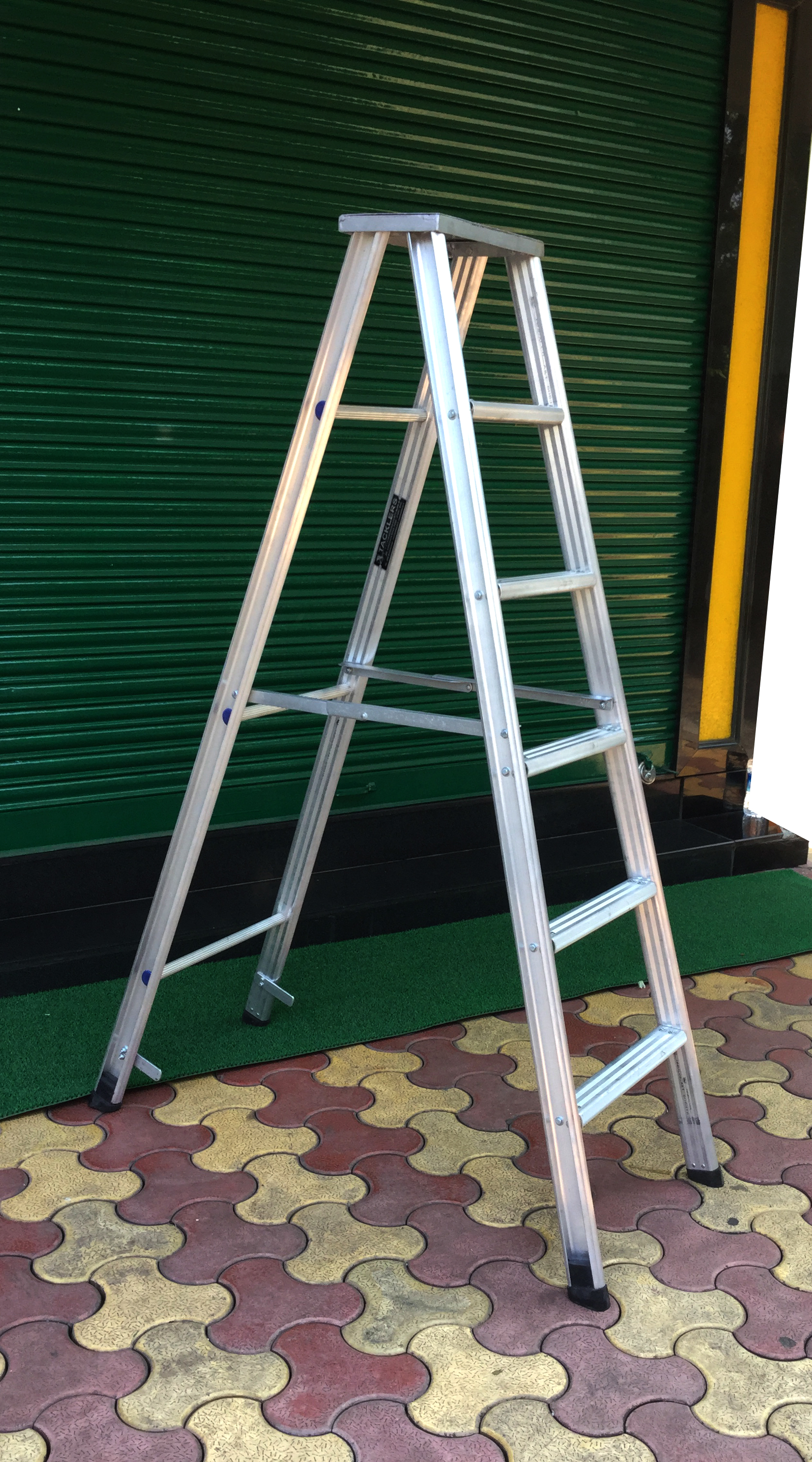 Step Ladder With Flat Non Slip Steps And Rubber Shoes