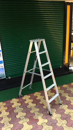 Step Ladder With 14 x 7 Inches Top Platform