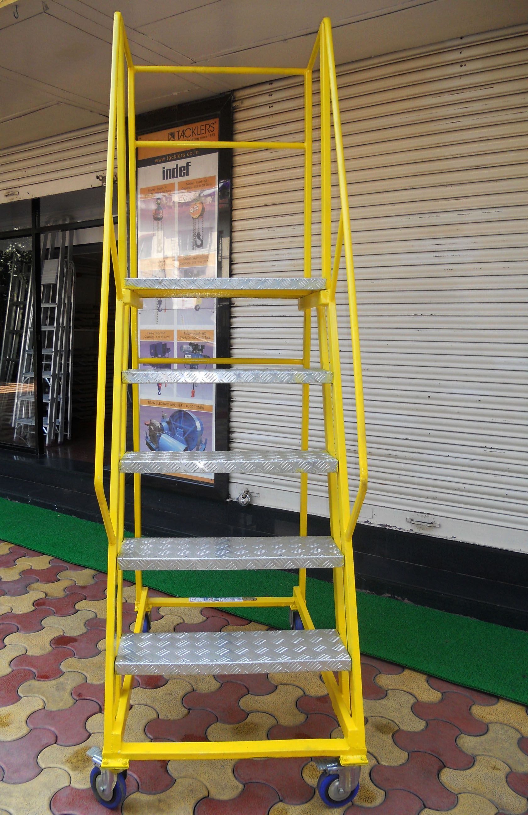 Trolley Step Ladder As A Single Man Work Station With 28 Inches Frontage