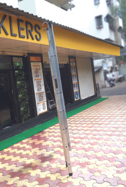 Wall Extension Ladder With C Hooks