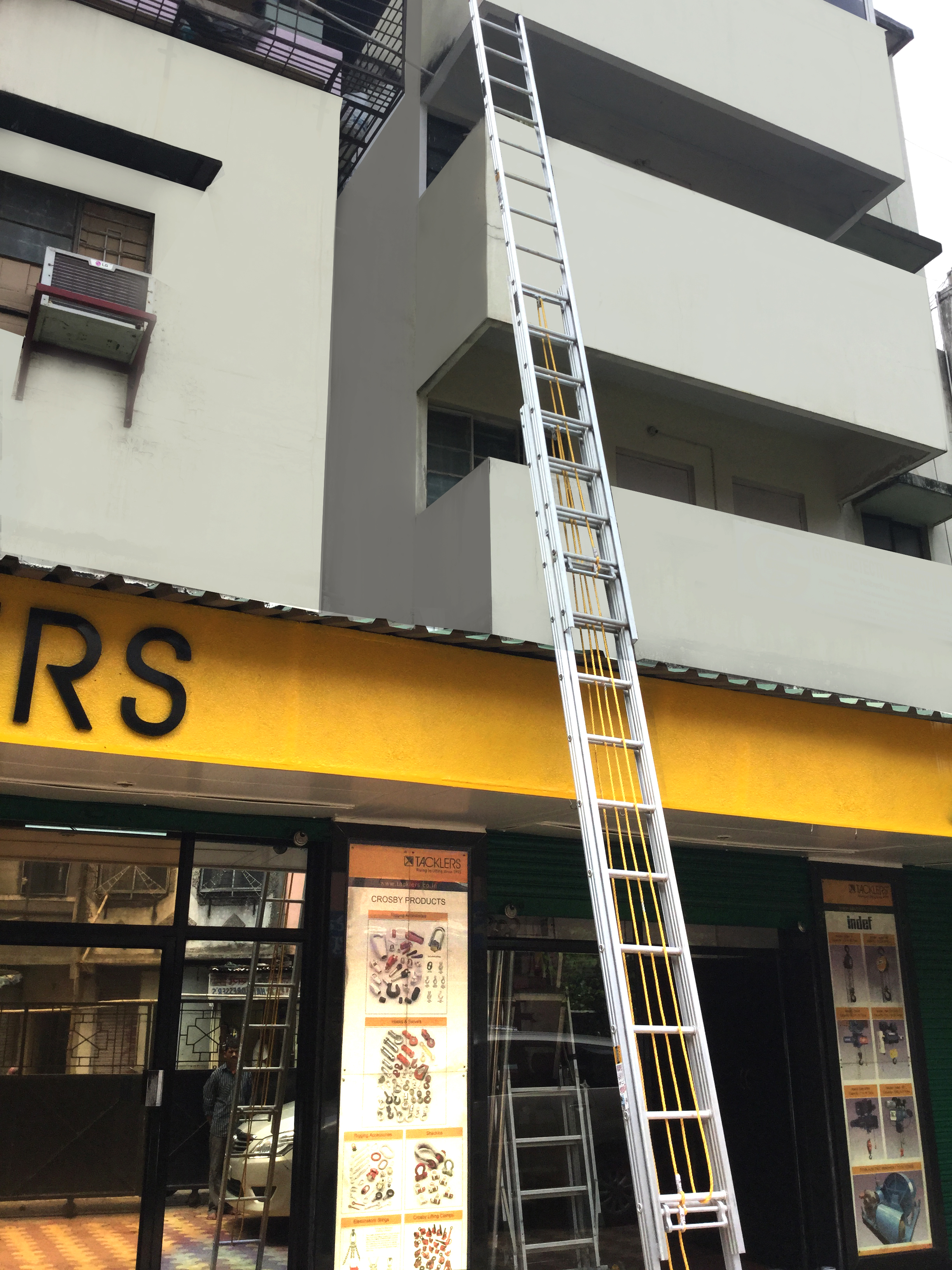 Triple section Wall Extension ladder fully extended