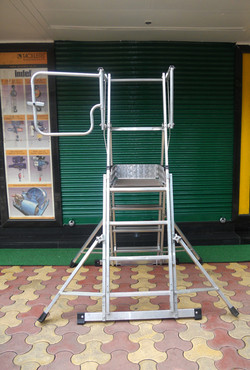 4 x 6 Rungs In Open Condition With Outriggers Open