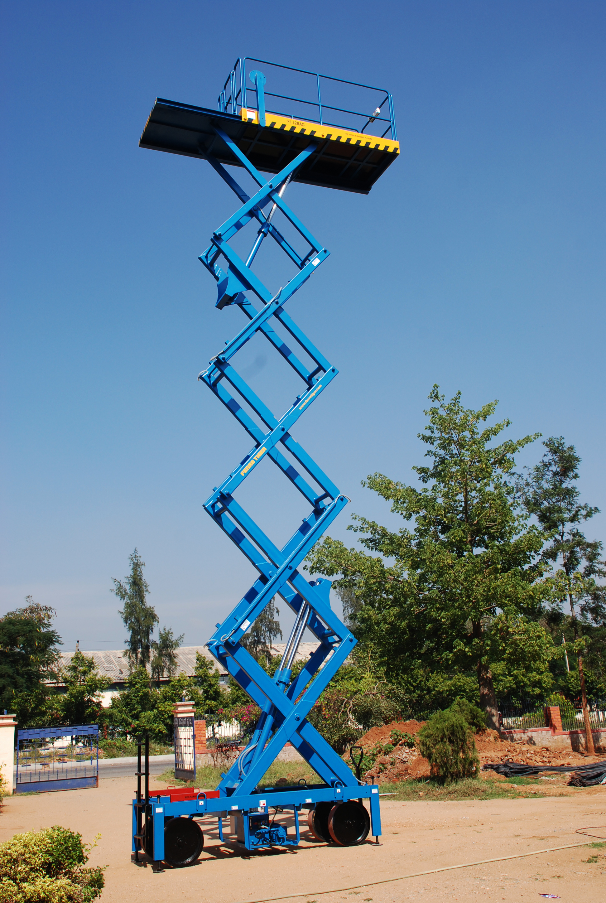Reach Up 10 with Rollout Platform ( 10 Meters Platform Height x 12 Meters Working Height )