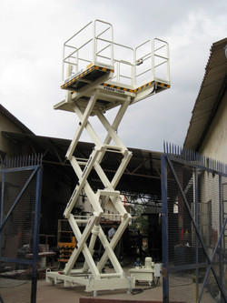 Areva 0.5T Man Lift(2)
