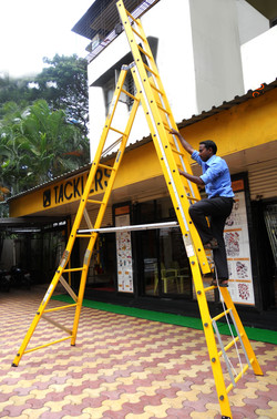 FRP_Self_Supporting_Extension_Ladders_In_The_Range_GÇô_8ft_To_24ft