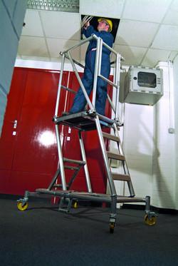 youngman_308514_height_adjustable_podium_steps