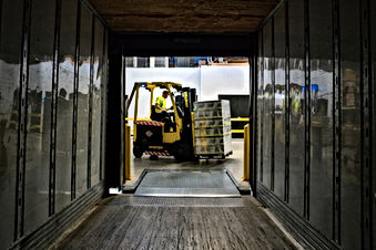 Unloading Truck elevate-GAdkOpqbTfo-unsp