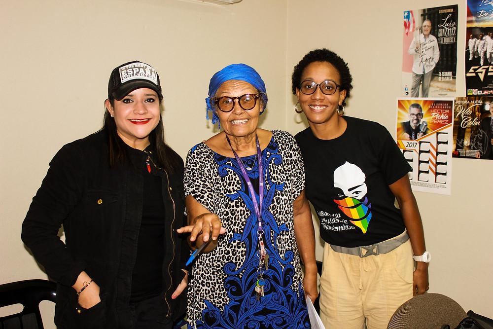 Karla Betancourt (técnica de la radio) y Nora Cruz Roque con EspicyNipples