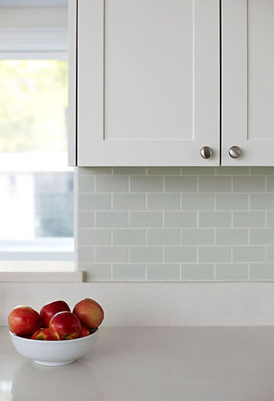 ceramic brick pattern backsplash