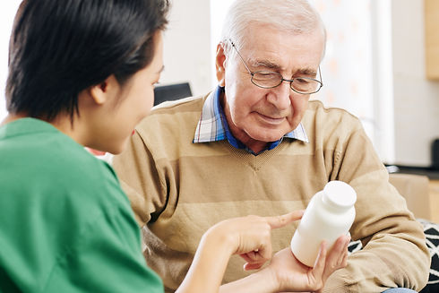 nurse-givining-medicine-to-patient-RM782