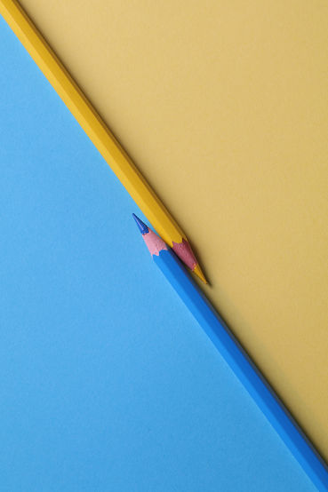 yellow-and-and-blue-colored-pencils-1762
