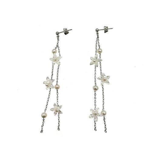 Purity-淡水珍珠配花形珍珠貝純銀耳環