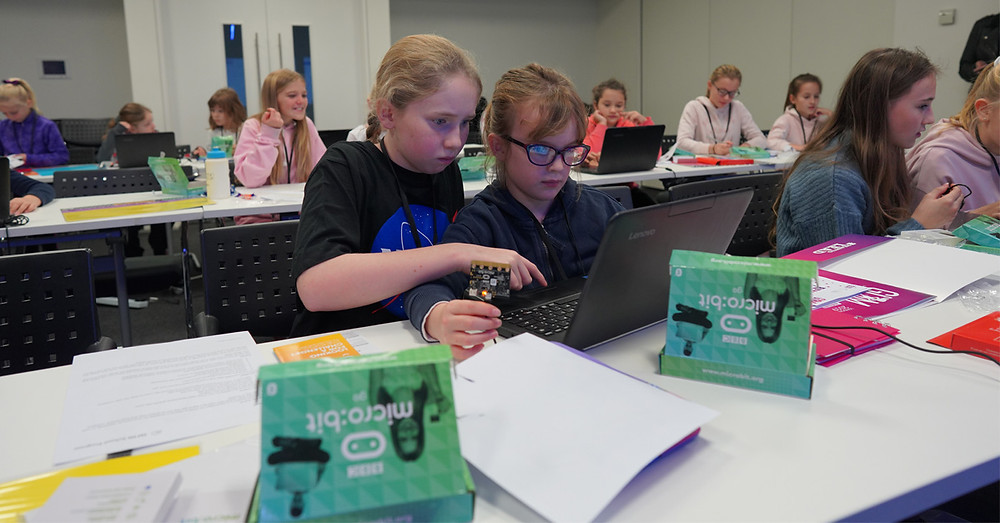 GLAM girls coding their micro:bits