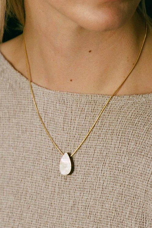 Raindrop Necklace in Mother of Pearl