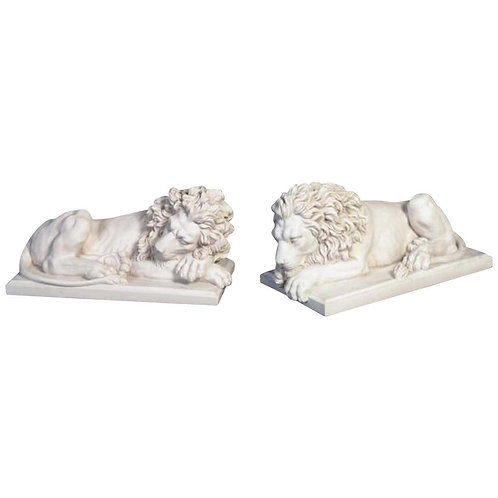 Large Marble Lions Statue in Pair, 20th Century