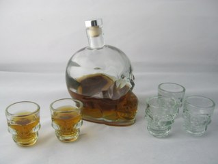 Doom crystal skull head vodka glass bottle with glass shot