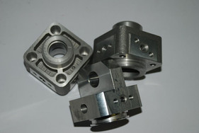 - Testate, freni idraulici - Settore oleodinamico  Pumpenköpfe und Flüssigkeitsbremsen Ölhydraulik  Heads, hydraulic brakes Hydraulics