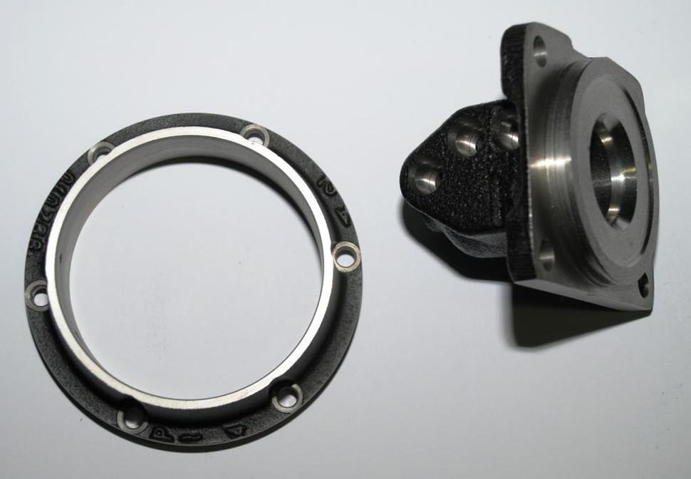 - Particolari in ghisa x componenti oleodinamici - Settore automotive  Gusseisenkomponenten          Automotive  Cast iron parts for hydraulics components  Automotive