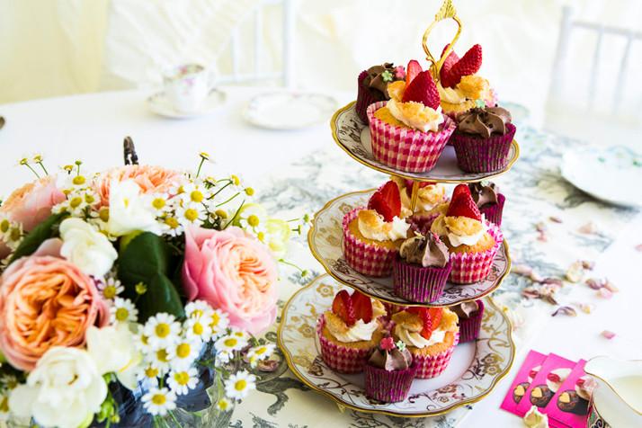 cake_table_vintage_webpage.jpg