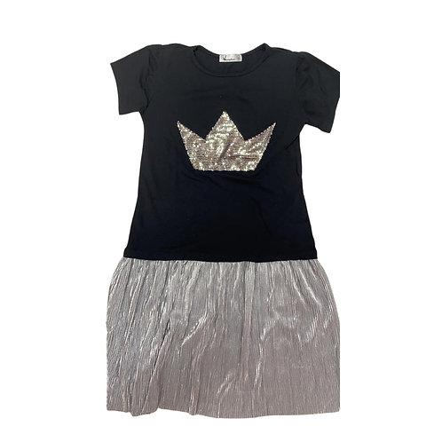 Vestido preto plissado coroa prata