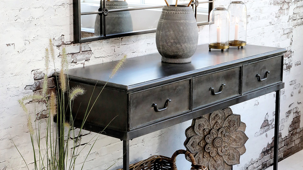 Console Table w. 3 Drawers