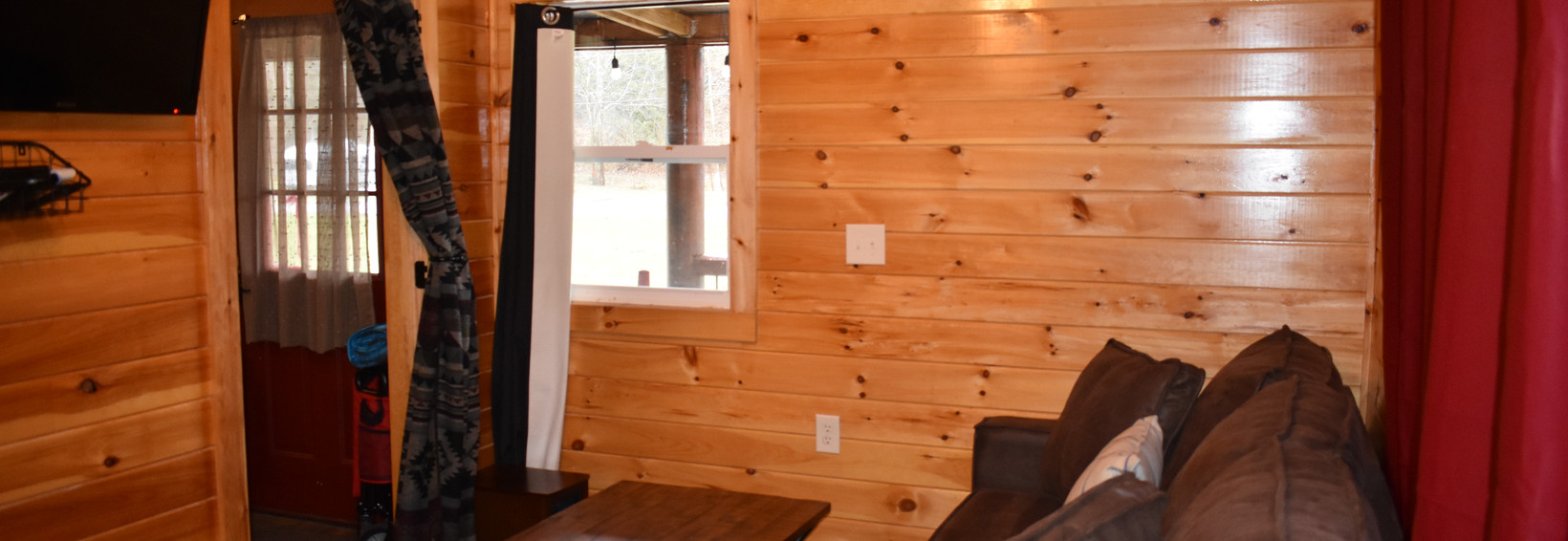 Hummingbird Cabin Entrance