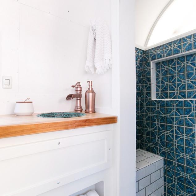 Lolalita Airstream Bathroom 5