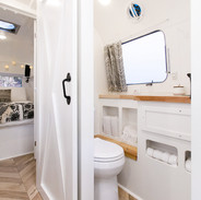 Lolalita Airstream Bathroom 2