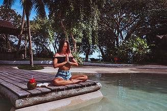 meditação piscina.jpg