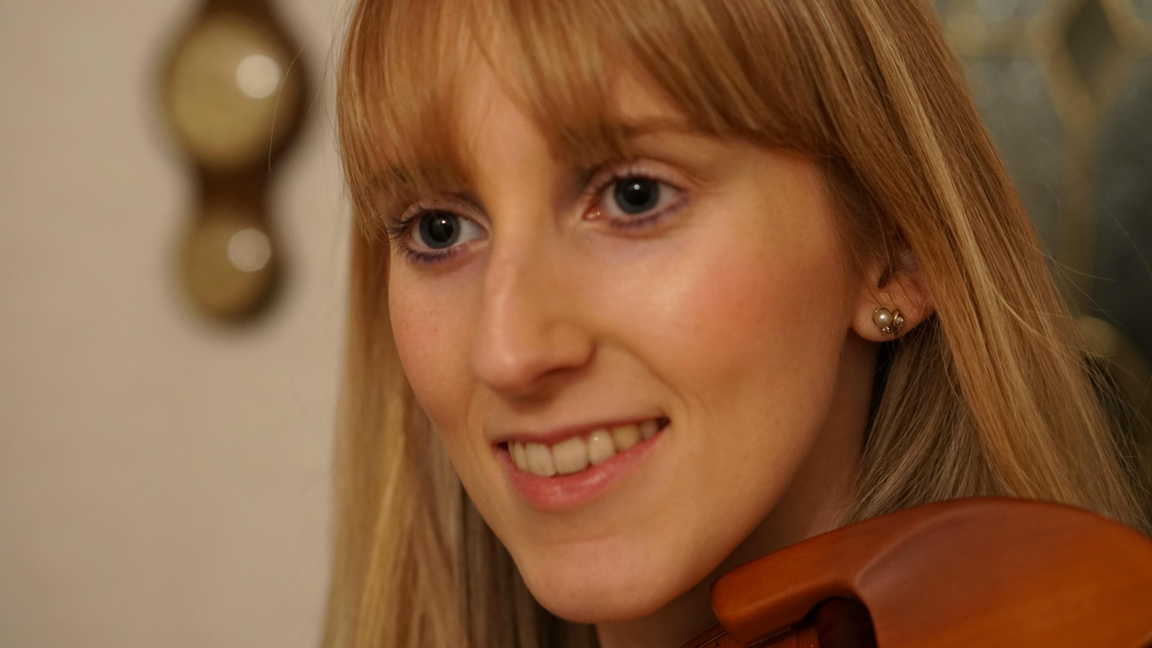 Laura Embrey Violinist