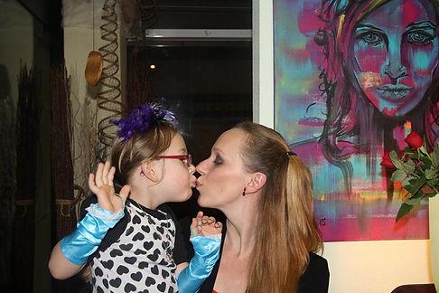 Meine Tochter und ich auf meiner Vernissage