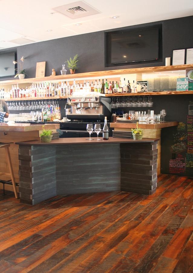 HotelVT-Bar2.JPG