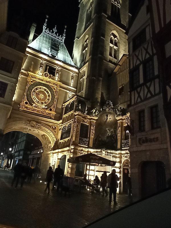 Taxi Rouen # Gros Horloge.jpg