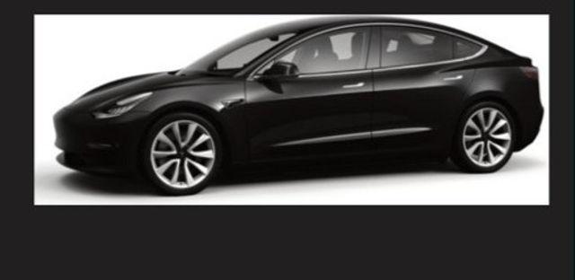 Tesla%20noire_edited.jpg